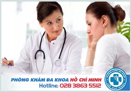 bác sĩ tư vấn và đưa ra phương pháp điều trị