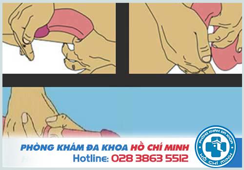 Dùng tay kéo căng dương vật để giúp cải thiện độ dài