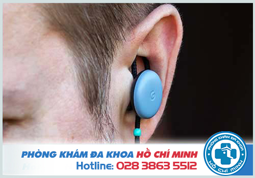 Đau nhức bên trong lỗ tai do thói quen đeo tai nghe thường xuyên