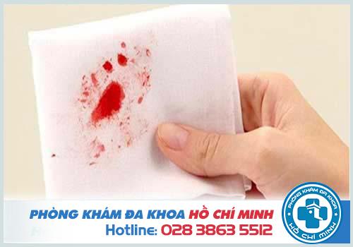 Đi cầu ra máu ở nam giới gây ra nhiều tác hại nguy hiểm nếu không chữa trị kịp thời