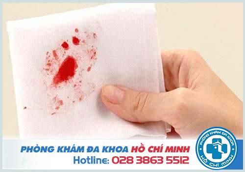 Đi cầu ra máu tươi là bệnh gì? Nguy hiểm không? Cách chữa trị