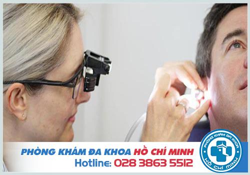 Giữ vệ sinh tai hàng ngày bằng thuốc rửa để phòng bệnh