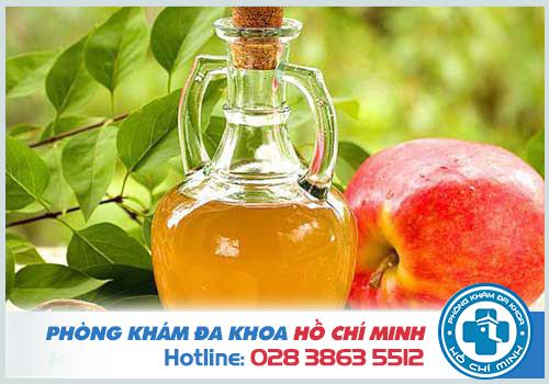 Giấm rượu táo giúp cải thiện khí hư bất thường và khử mùi vùng kín