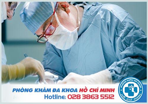 Tiến hành phẫu thuật nới rộng hậu môn với trường hợp bị nặng