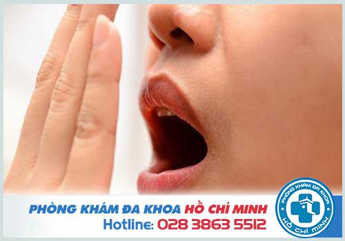 Viêm amidan nặng có thể gây hôi miệng ở người bệnh